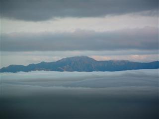 幻想的な山々