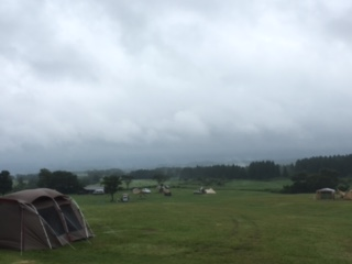 雨のキャンプ